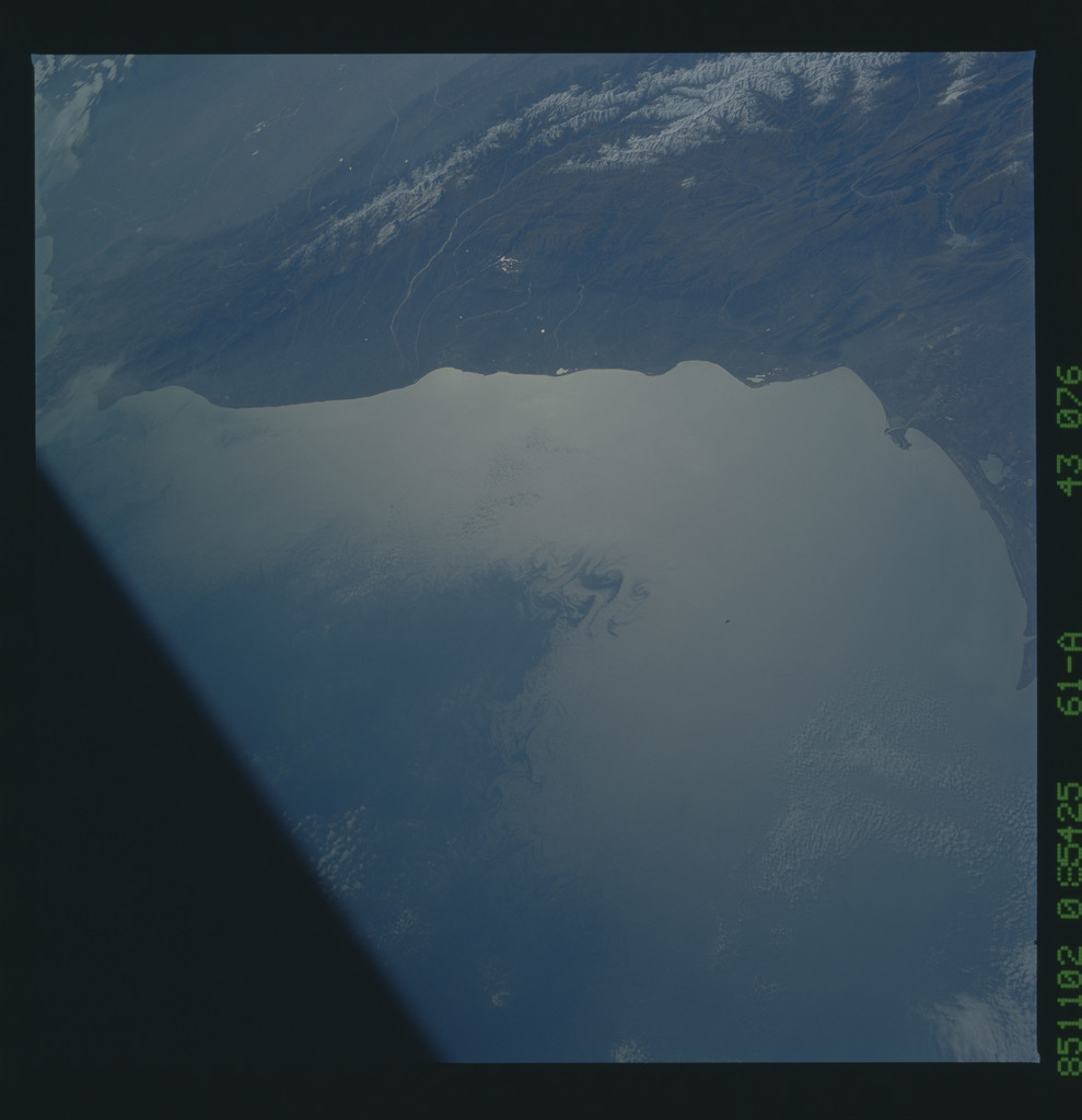 61A-43-076 - STS-61A - STS-61A earth observations