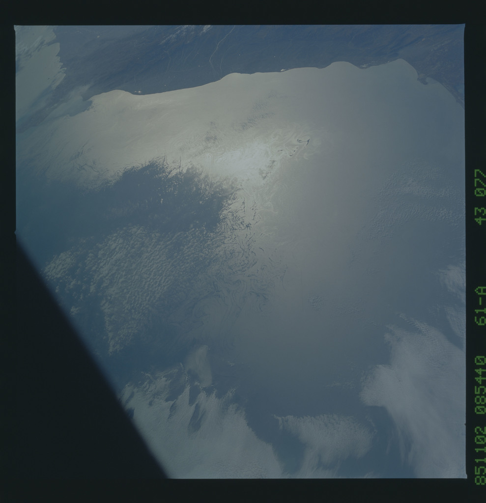 61A-43-077 - STS-61A - STS-61A earth observations