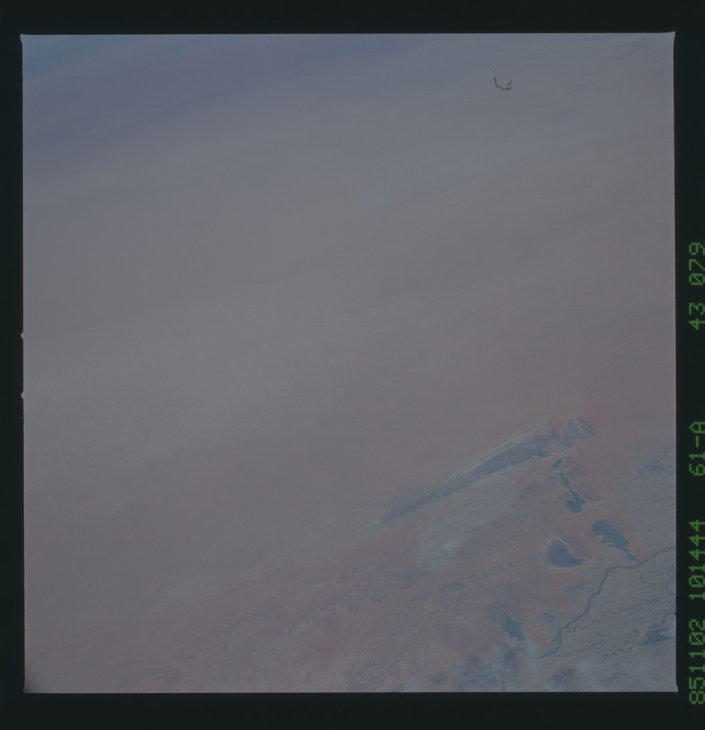 61A-43-079 - STS-61A - STS-61A earth observations