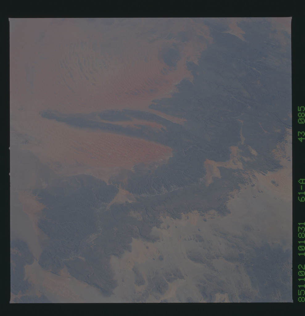 61A-43-085 - STS-61A - STS-61A earth observations