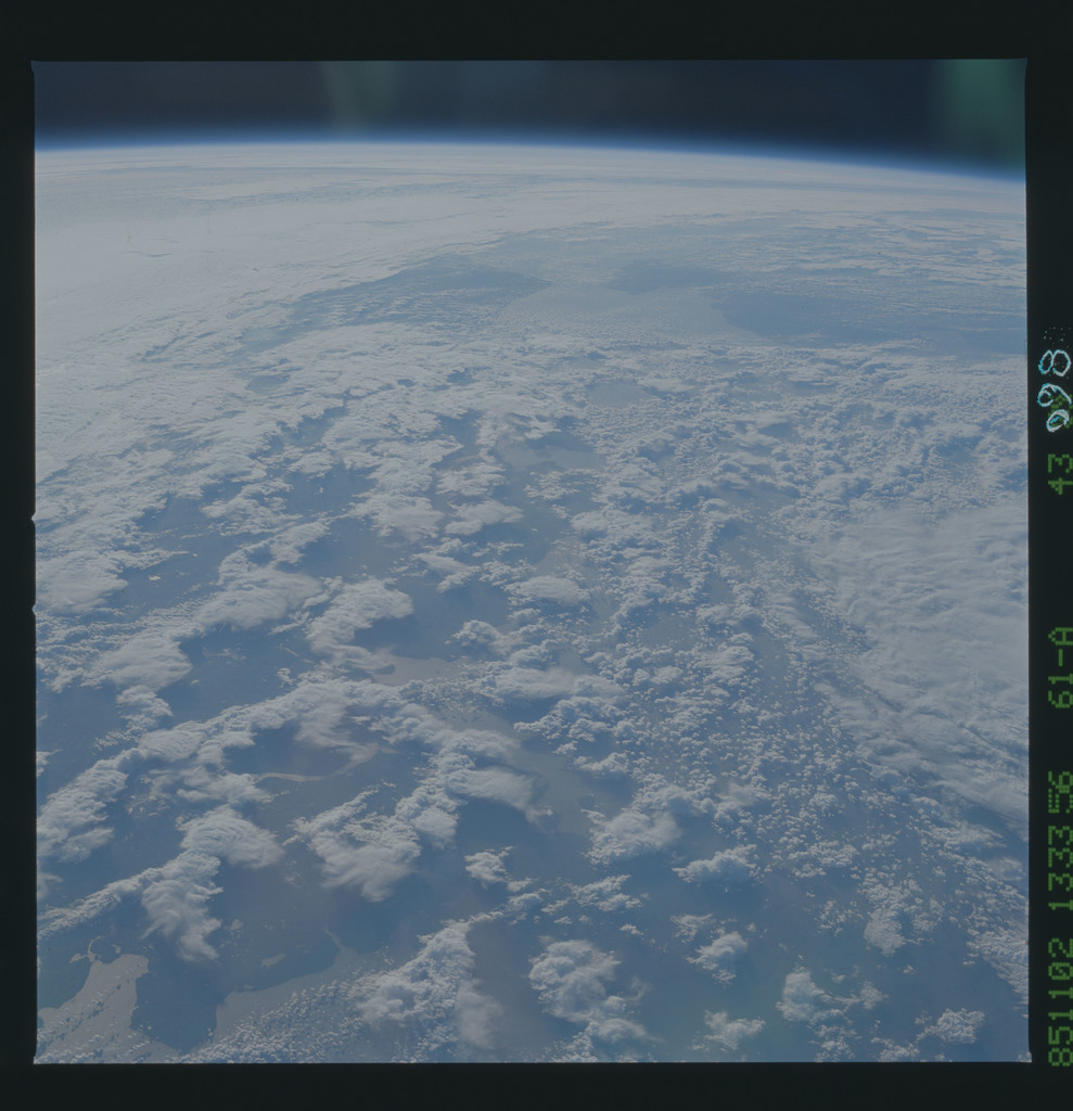 61A-43-098 - STS-61A - STS-61A earth observations
