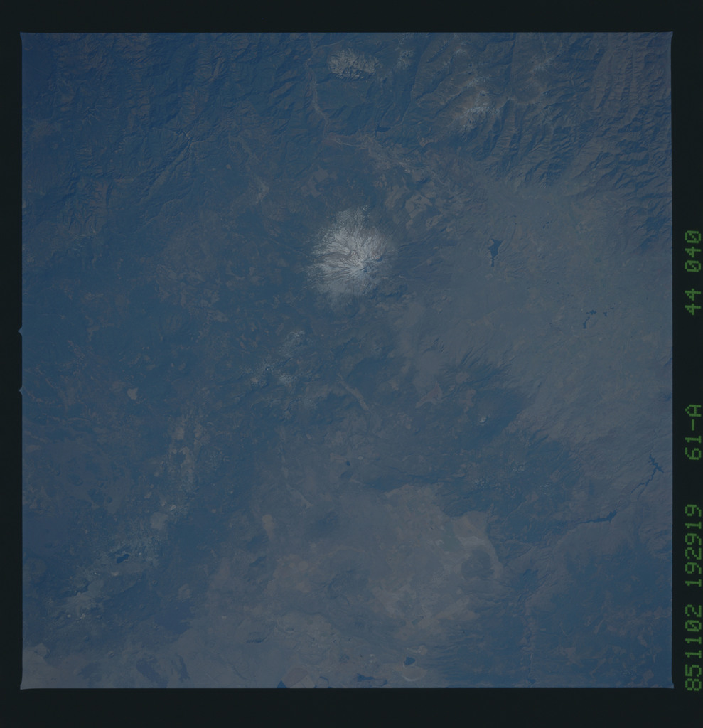 61A-44-040 - STS-61A - STS-61A earth observations