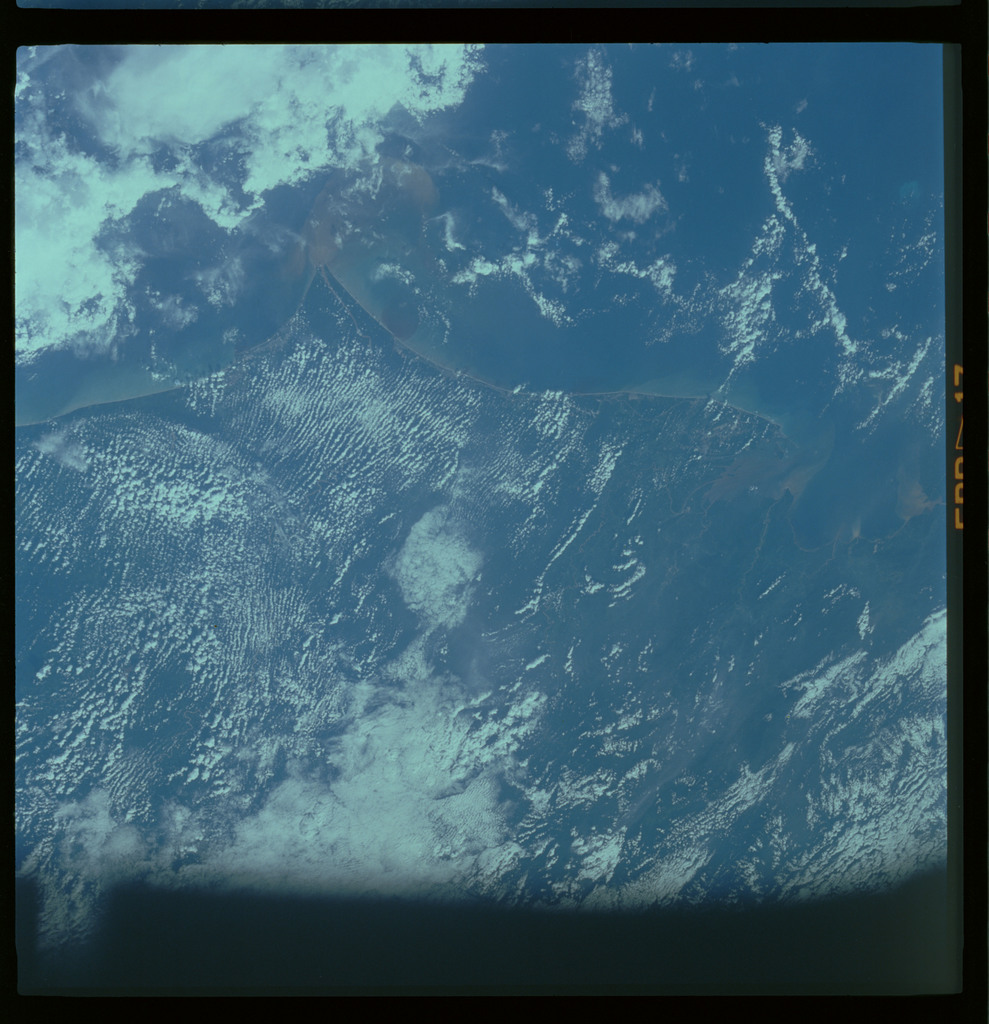 61A-485-011 - STS-61A - STS-61A ESA earth observations