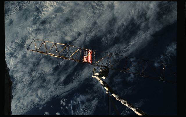61B-102-038 - STS-61B - Ross and Spring during Extravehicular Activity (EVA) for STS-61B