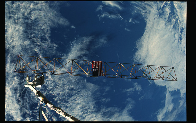 61B-102-045 - STS-61B - Ross and Spring during Extravehicular Activity (EVA) for STS-61B