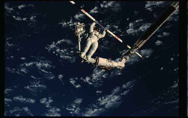 61B-102-051 - STS-61B - Ross and Spring during Extravehicular Activity (EVA) for STS-61B