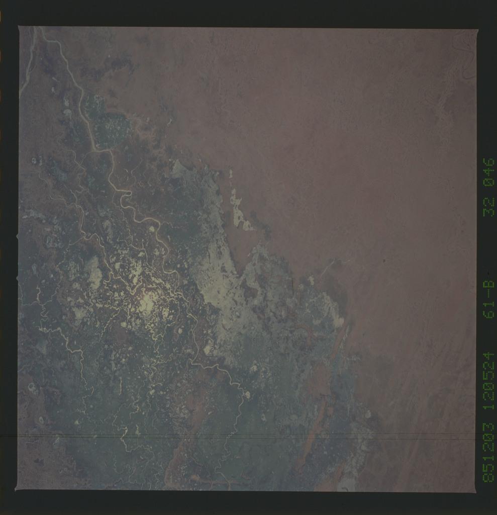 61B-32-046 - STS-61B - STS-61B earth observations
