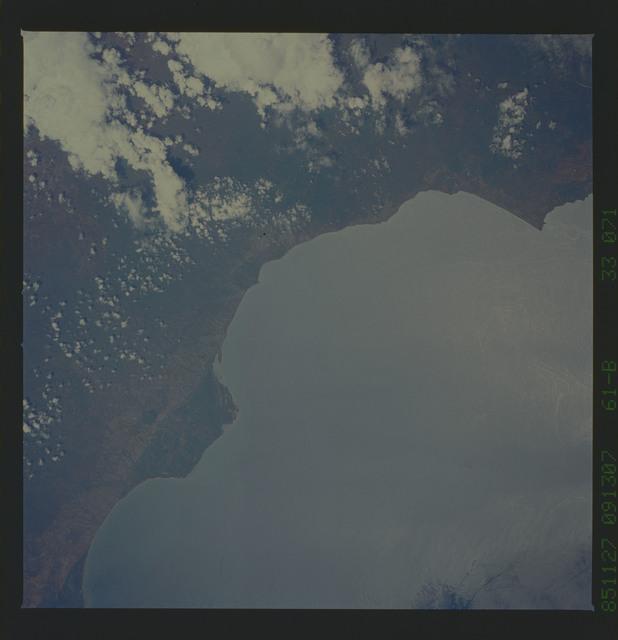 61B-33-071 - STS-61B - STS-61B earth observations
