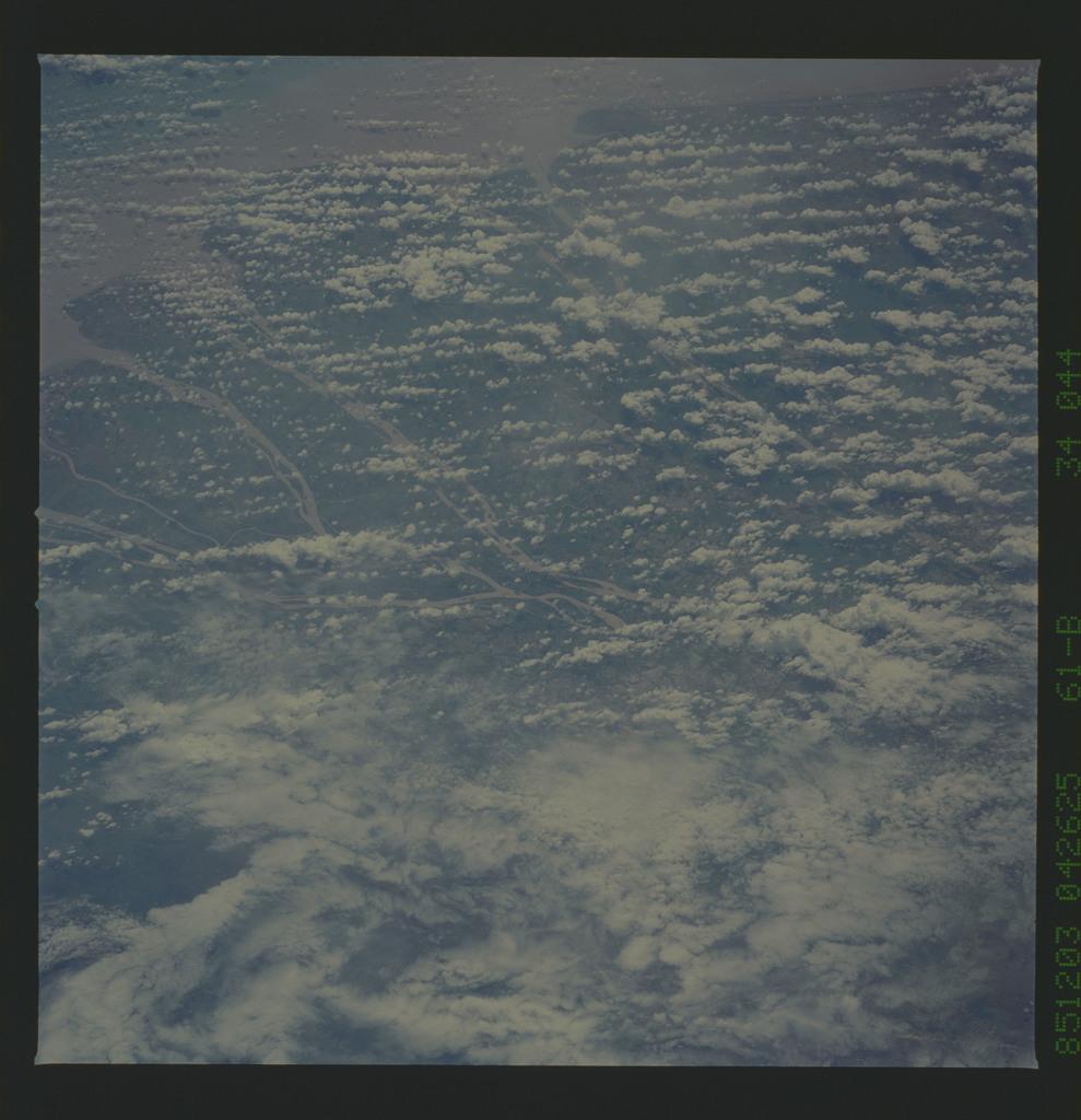 61B-34-044 - STS-61B - STS-61B earth observations