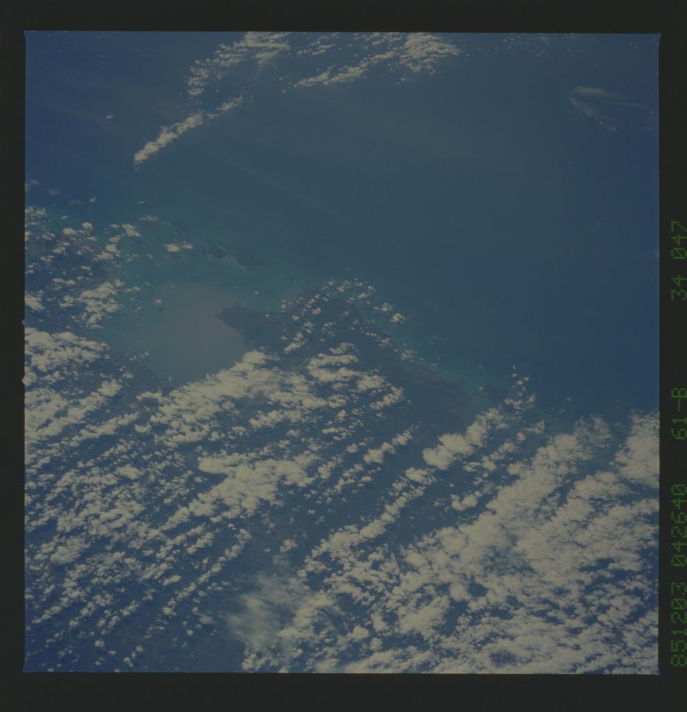 61B-34-047 - STS-61B - STS-61B earth observations