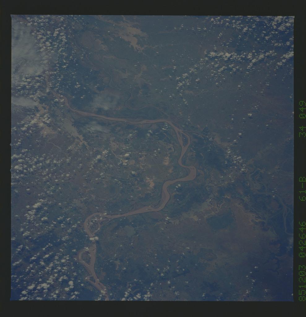 61B-34-049 - STS-61B - STS-61B earth observations