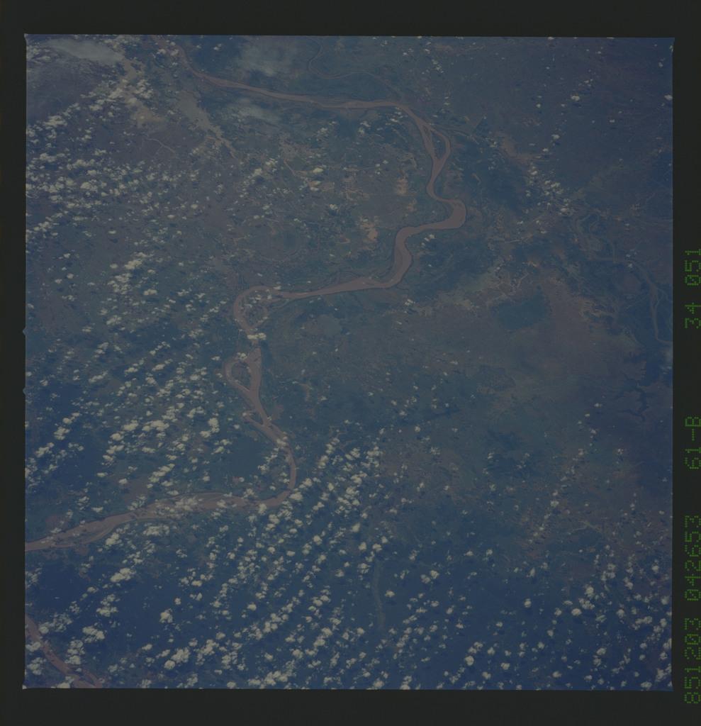 61B-34-051 - STS-61B - STS-61B earth observations