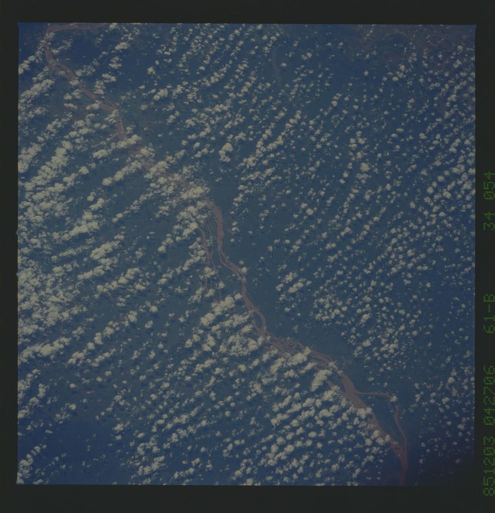 61B-34-054 - STS-61B - STS-61B earth observations