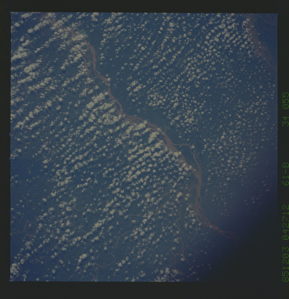 61B-34-055 - STS-61B - STS-61B earth observations