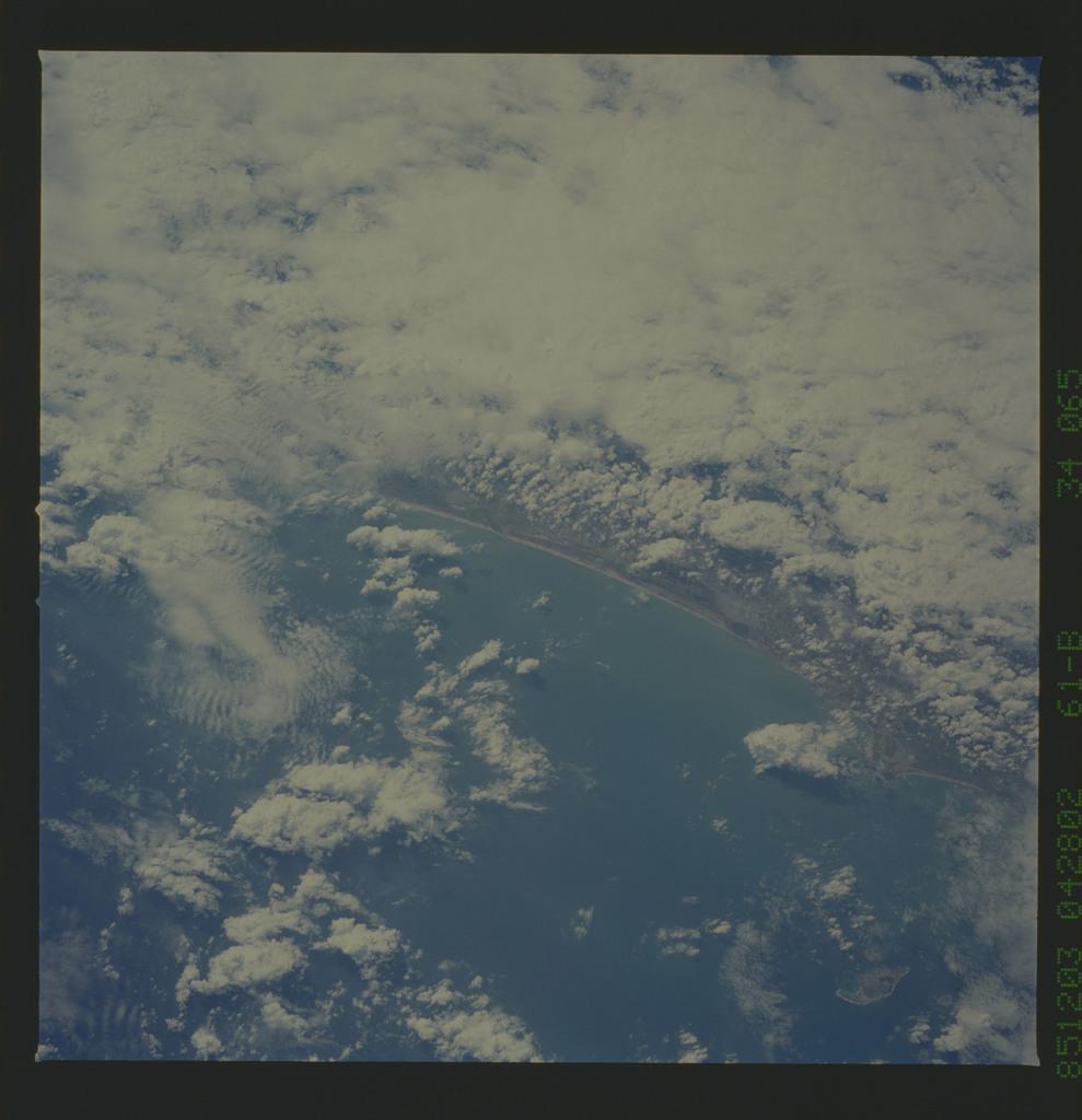 61B-34-065 - STS-61B - STS-61B earth observations