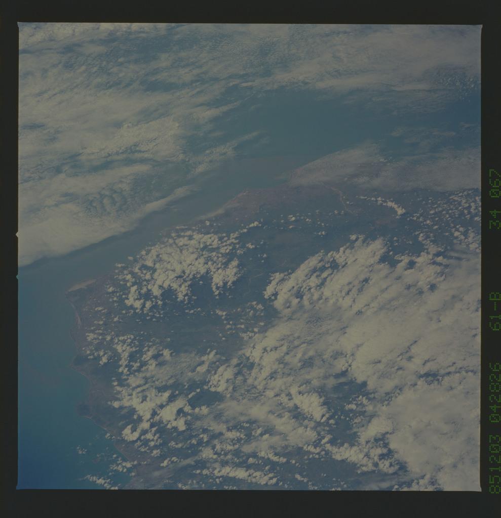 61B-34-067 - STS-61B - STS-61B earth observations