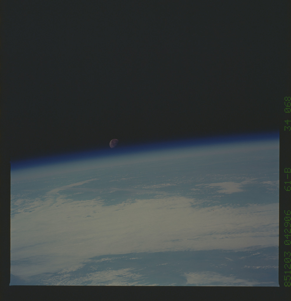 61B-34-068 - STS-61B - STS-61B earth observations