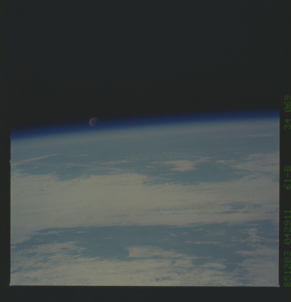 61B-34-069 - STS-61B - STS-61B earth observations
