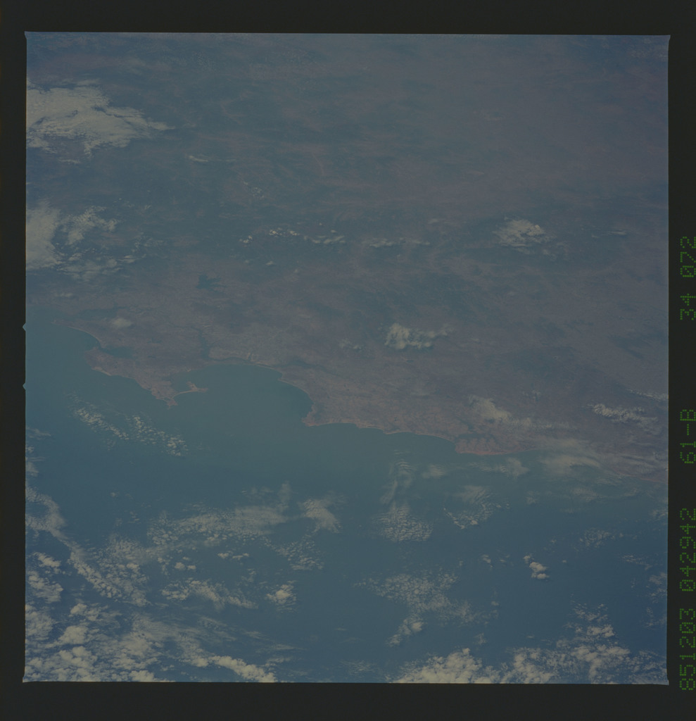 61B-34-072 - STS-61B - STS-61B earth observations
