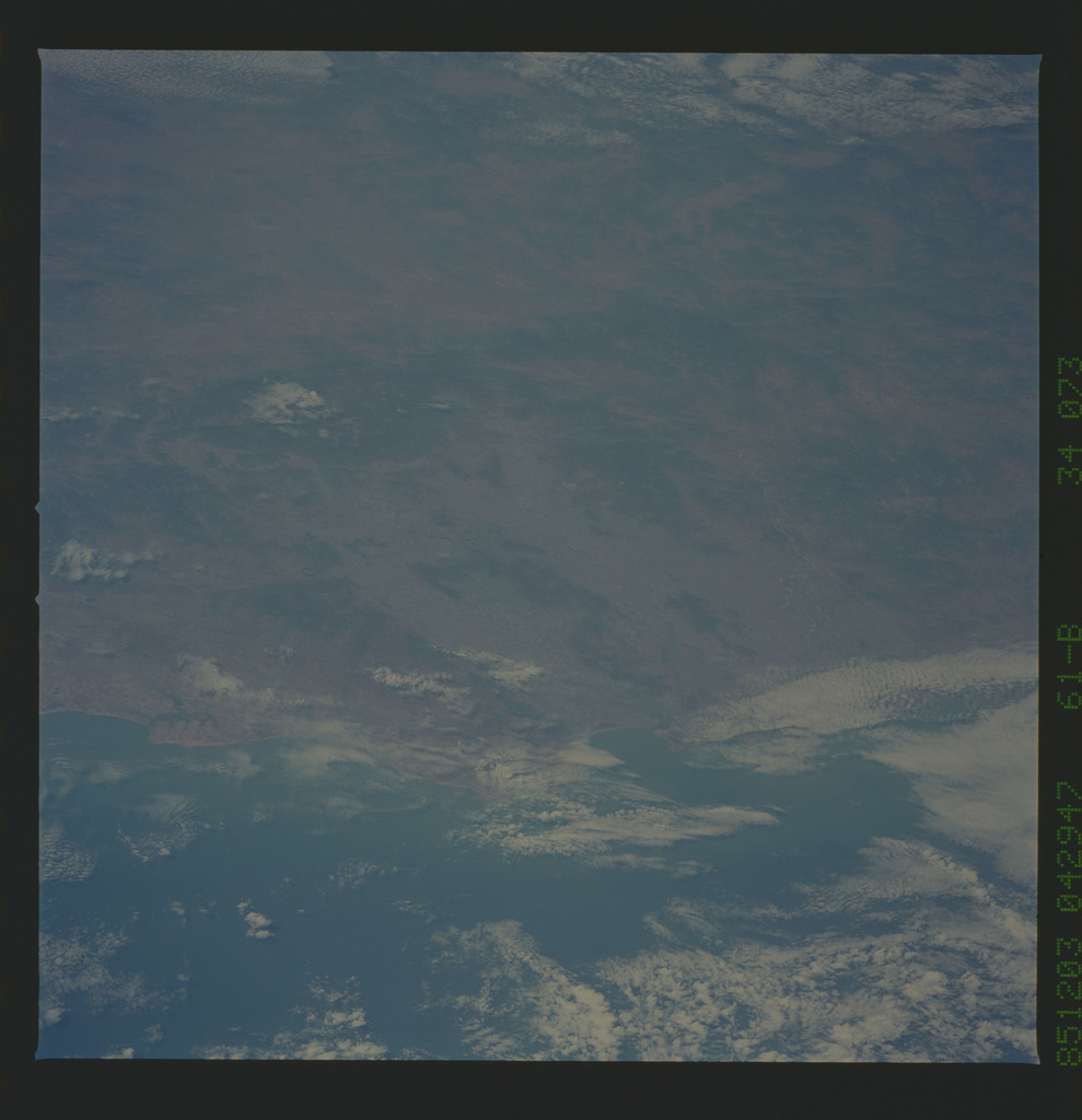 61B-34-073 - STS-61B - STS-61B earth observations