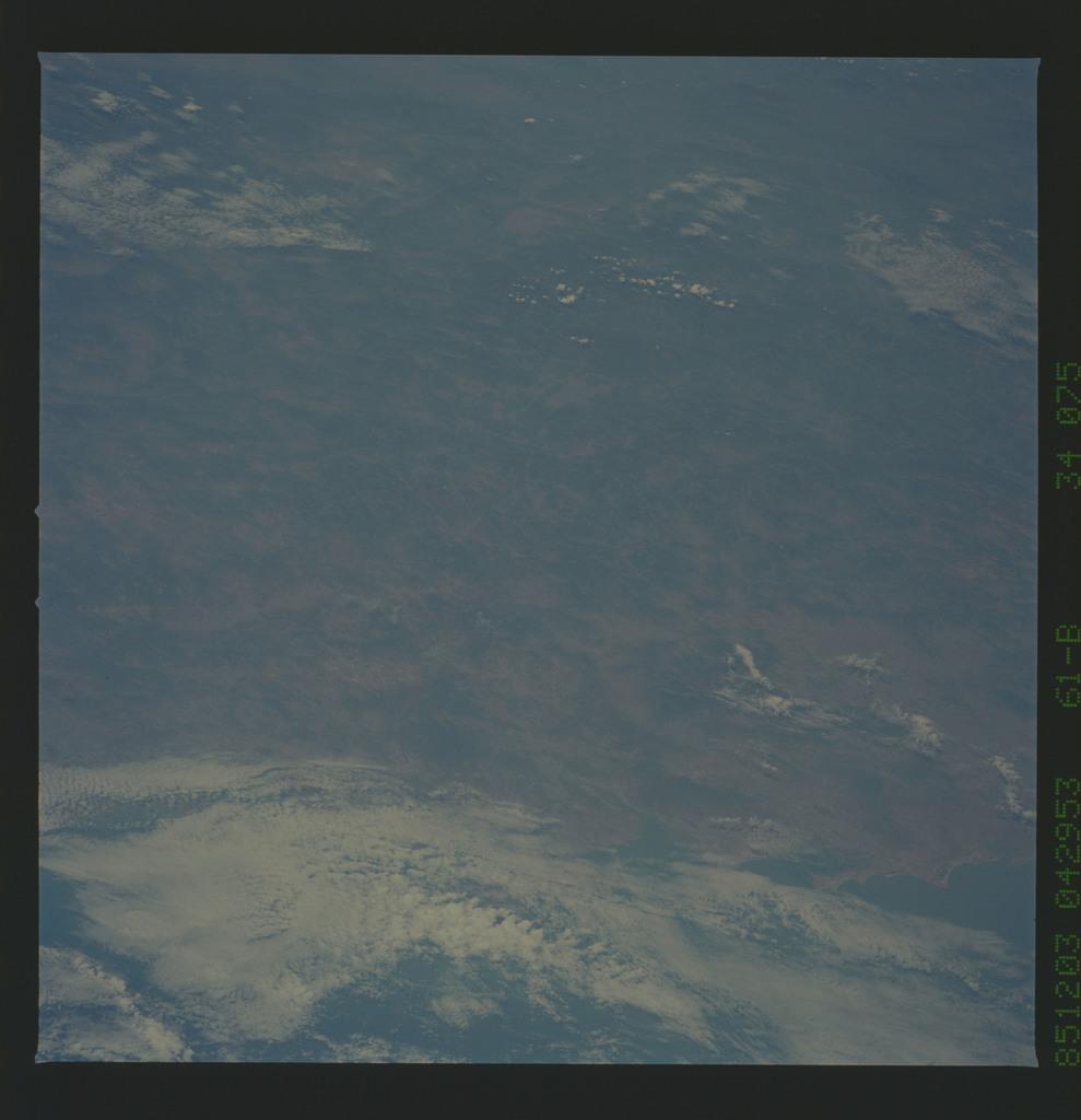 61B-34-075 - STS-61B - STS-61B earth observations