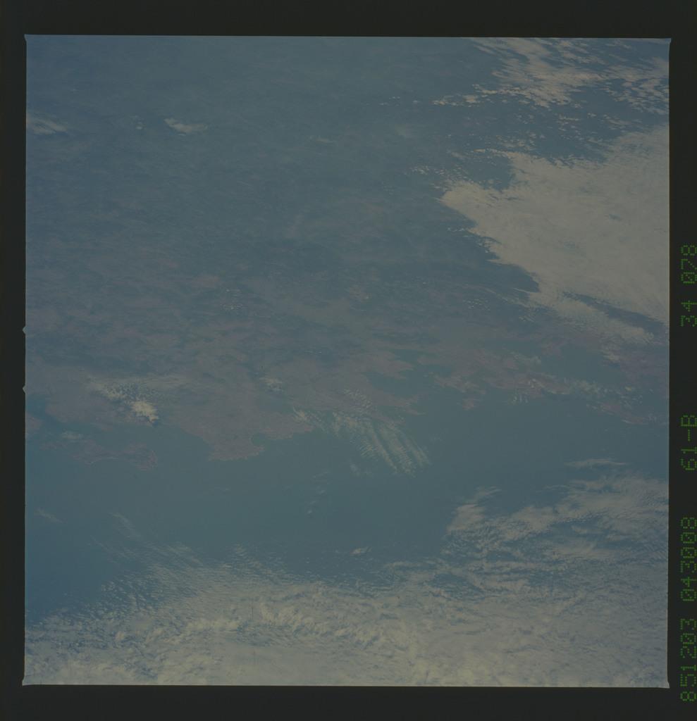 61B-34-078 - STS-61B - STS-61B earth observations