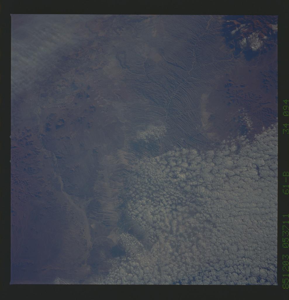 61B-34-094 - STS-61B - STS-61B earth observations