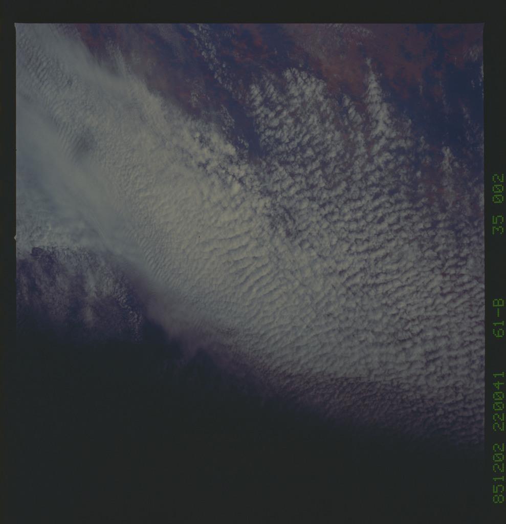 61B-35-002 - STS-61B - STS-61B earth observations