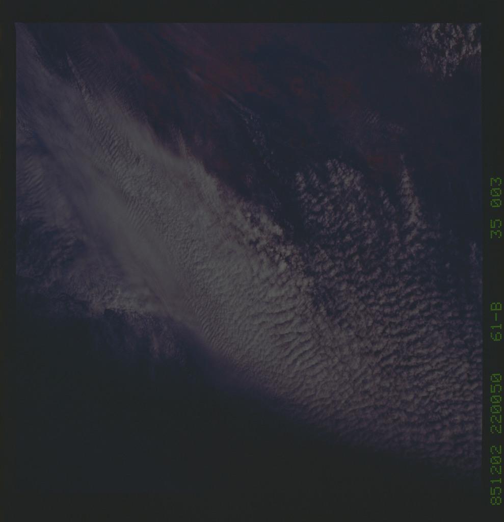 61B-35-003 - STS-61B - STS-61B earth observations