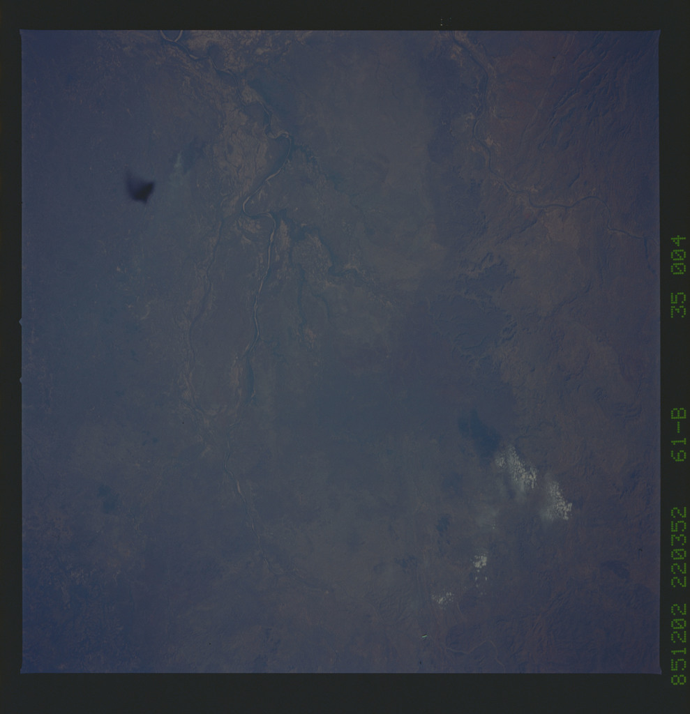 61B-35-004 - STS-61B - STS-61B earth observations