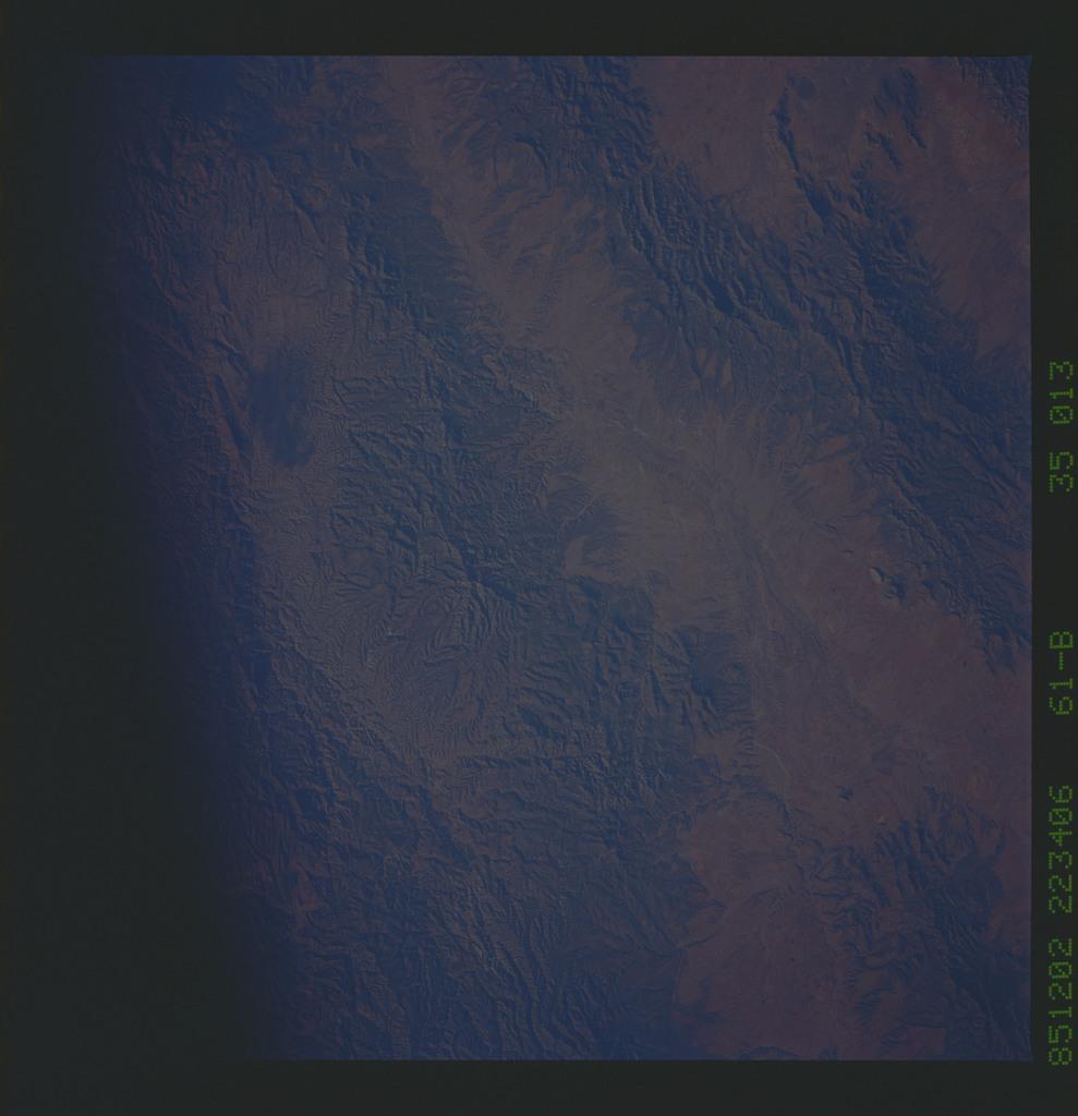61B-35-013 - STS-61B - STS-61B earth observations