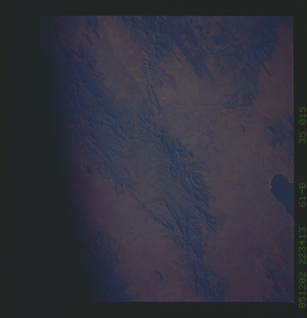 61B-35-015 - STS-61B - STS-61B earth observations