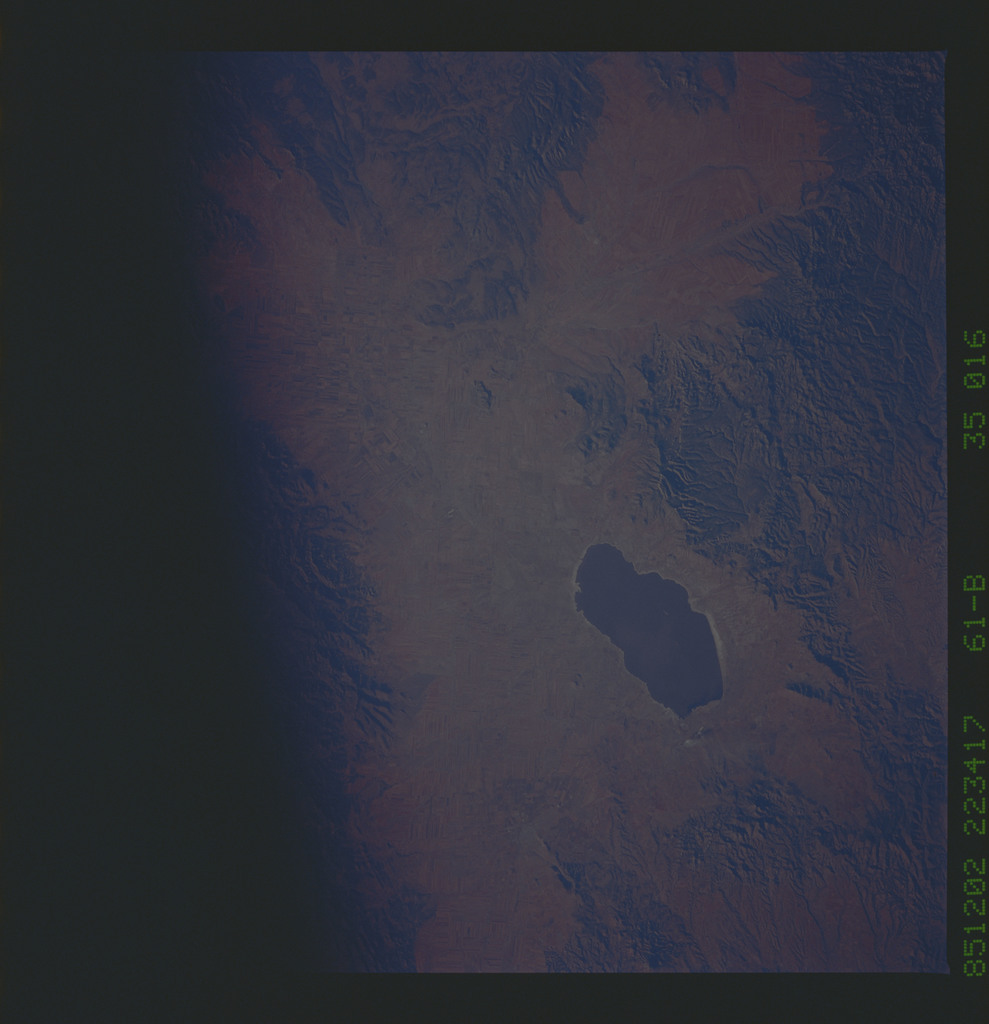 61B-35-016 - STS-61B - STS-61B earth observations