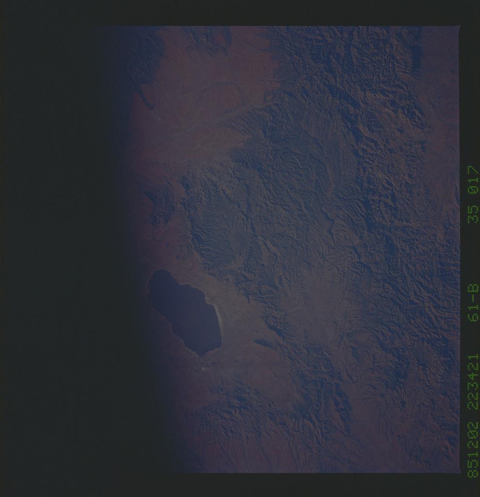 61B-35-017 - STS-61B - STS-61B earth observations