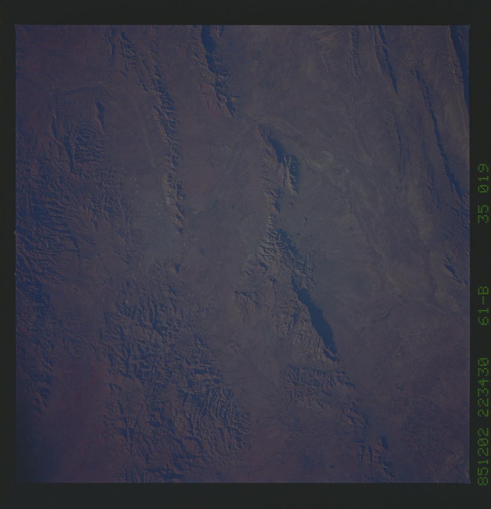 61B-35-019 - STS-61B - STS-61B earth observations