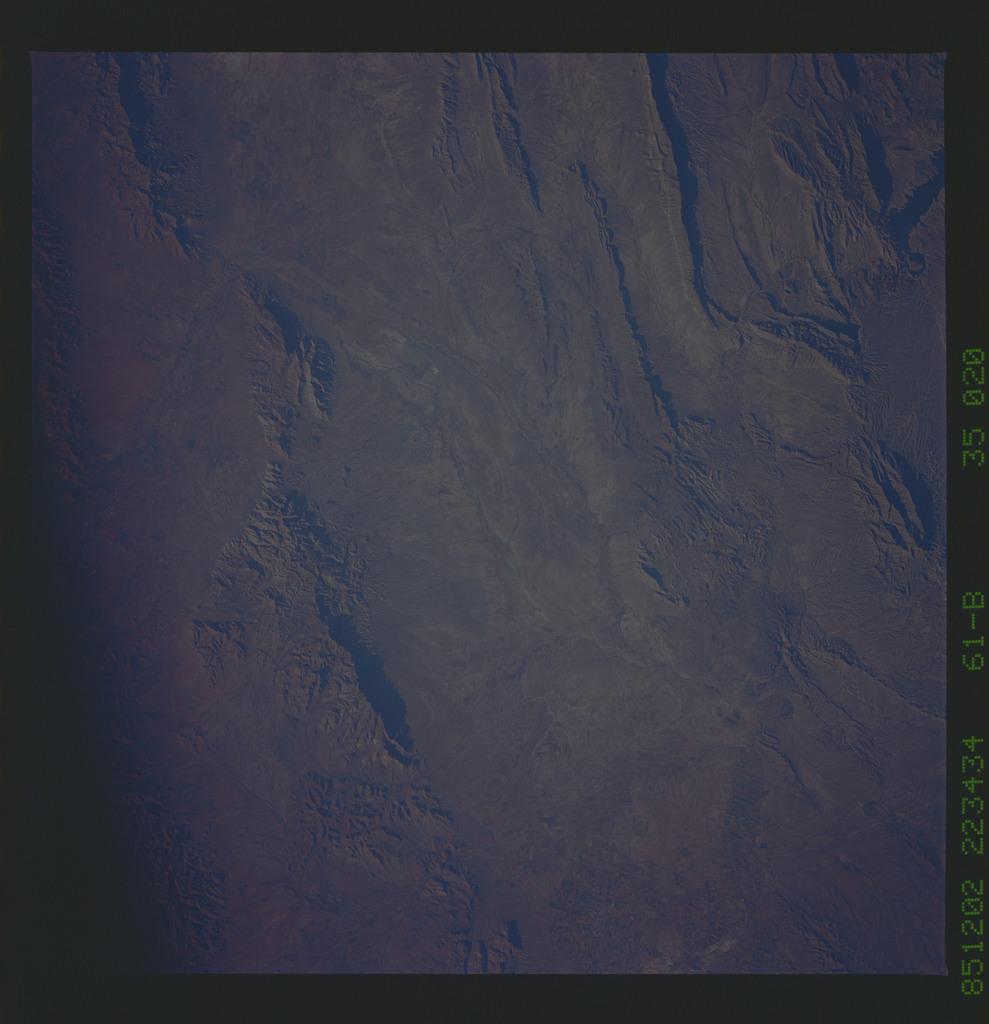 61B-35-020 - STS-61B - STS-61B earth observations