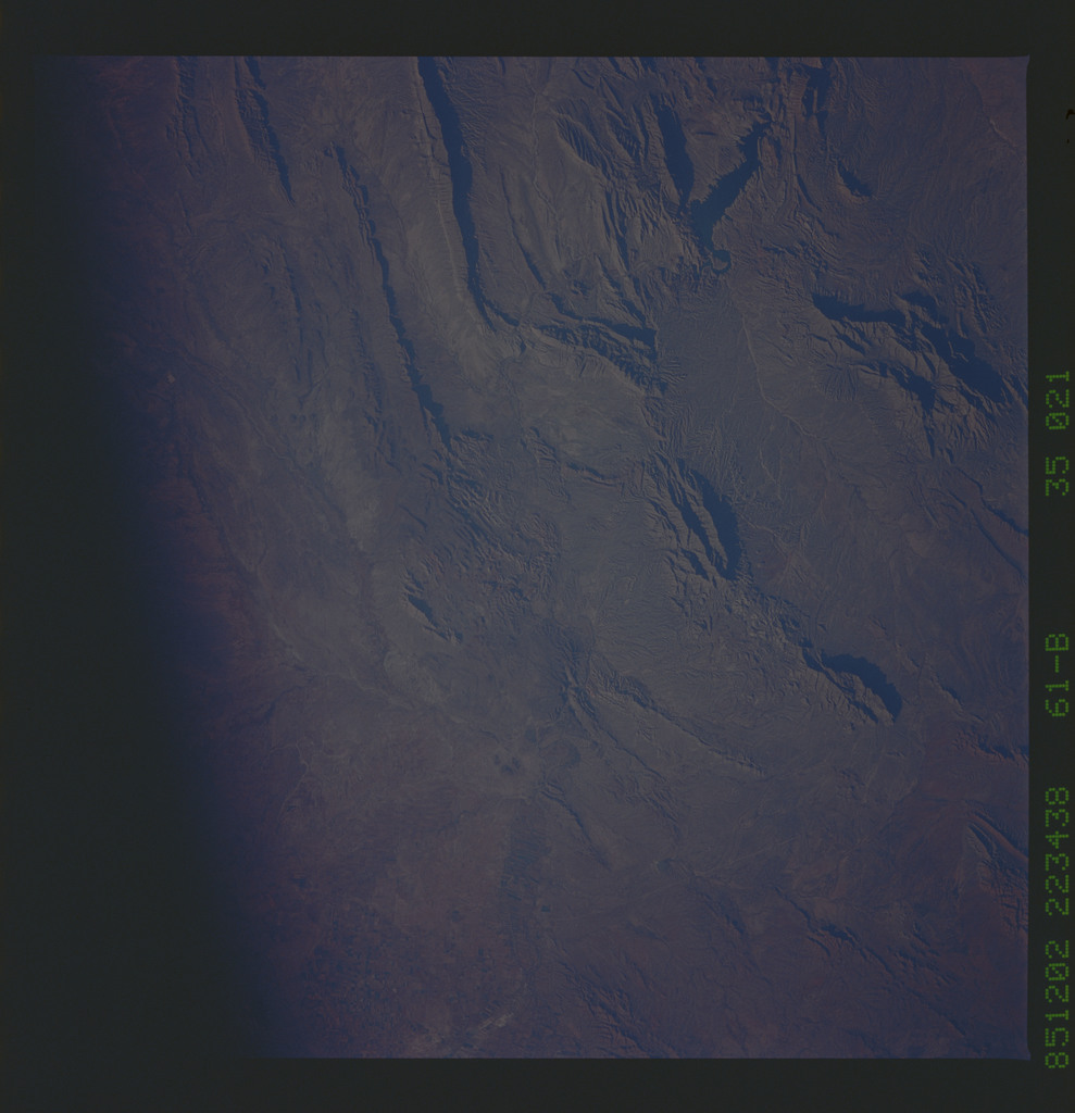 61B-35-021 - STS-61B - STS-61B earth observations