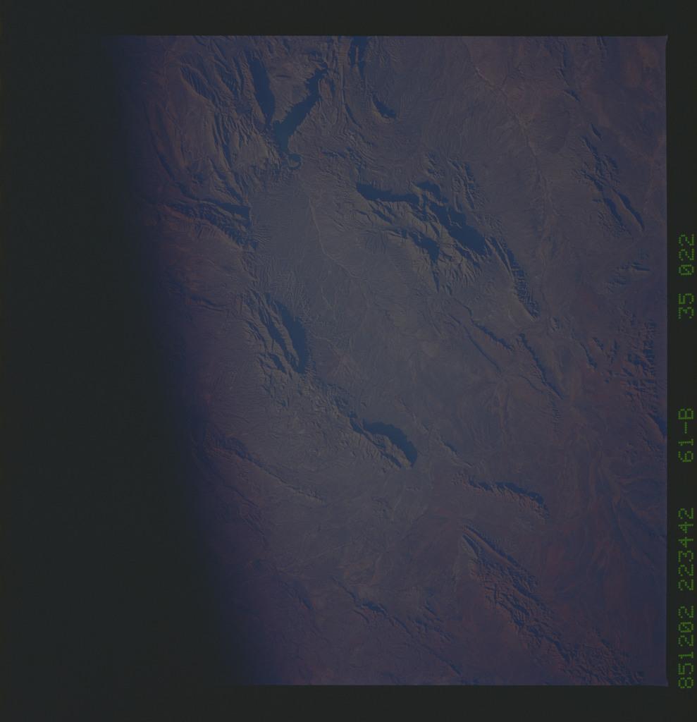 61B-35-022 - STS-61B - STS-61B earth observations