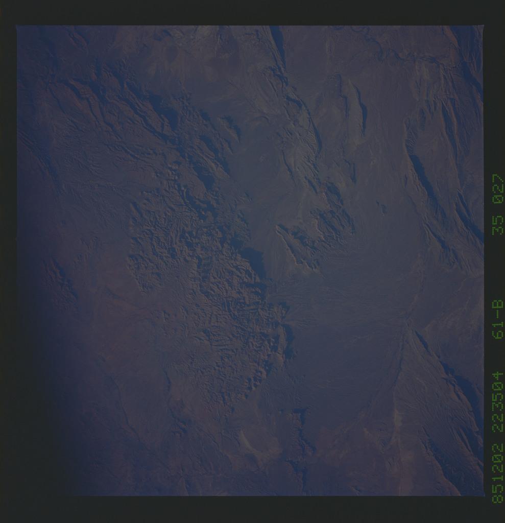 61B-35-027 - STS-61B - STS-61B earth observations