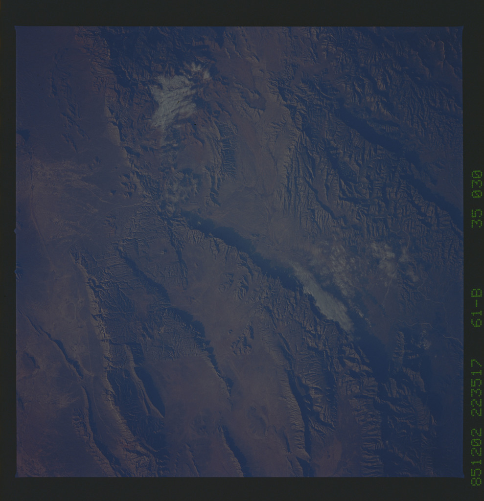 61B-35-030 - STS-61B - STS-61B earth observations