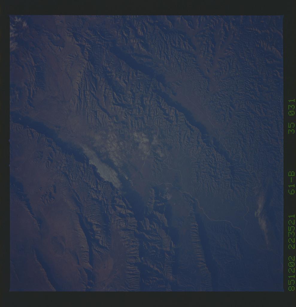 61B-35-031 - STS-61B - STS-61B earth observations