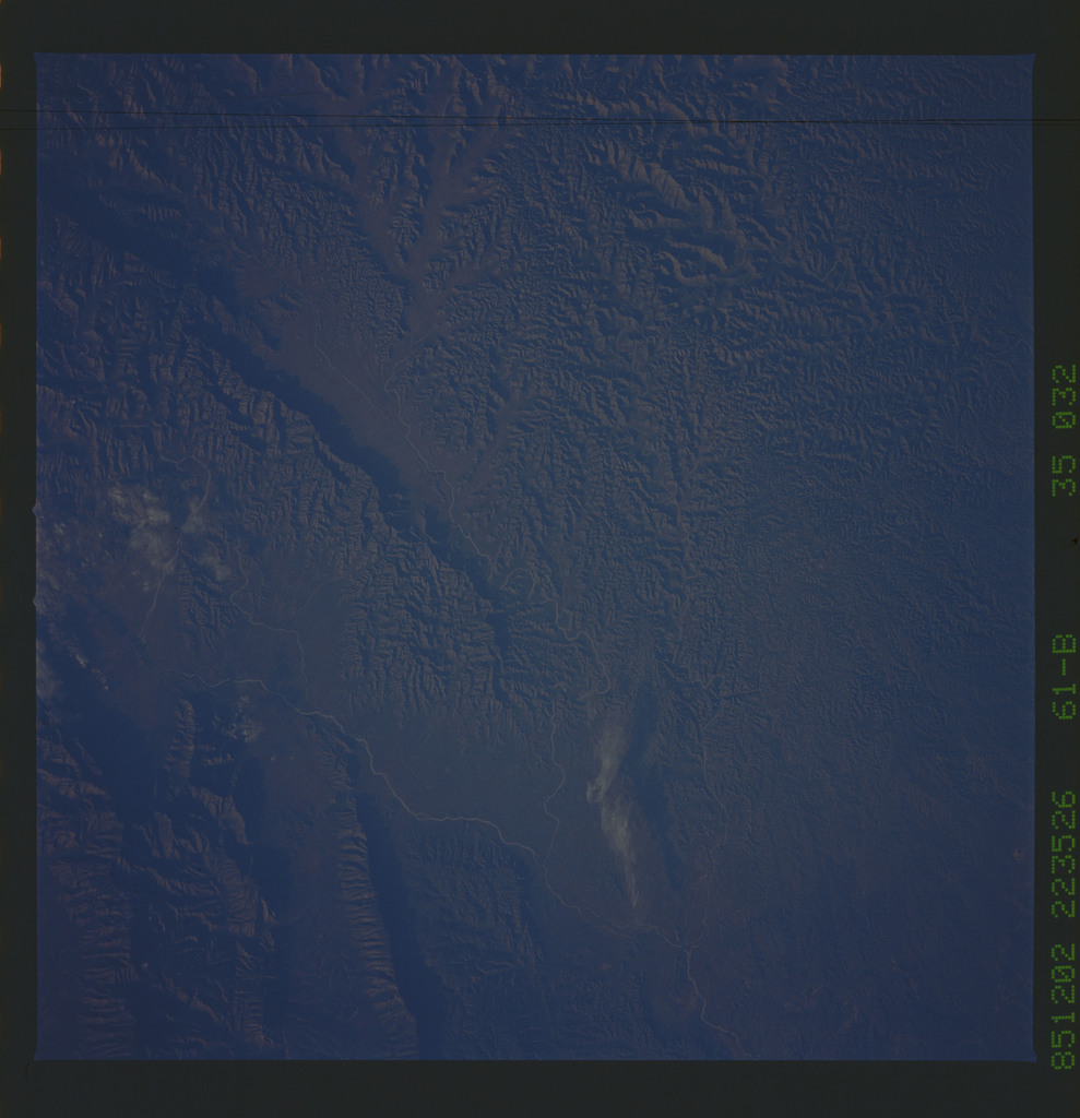 61B-35-032 - STS-61B - STS-61B earth observations