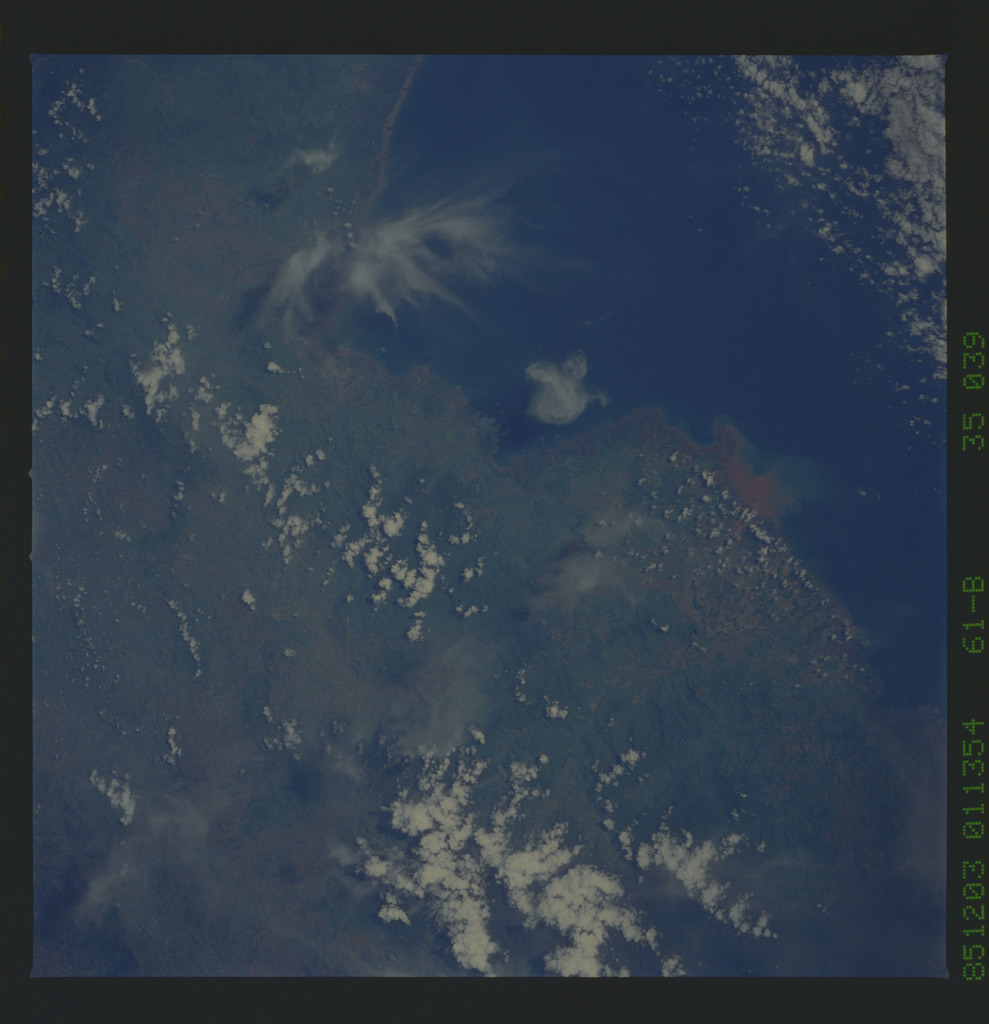 61B-35-039 - STS-61B - STS-61B earth observations