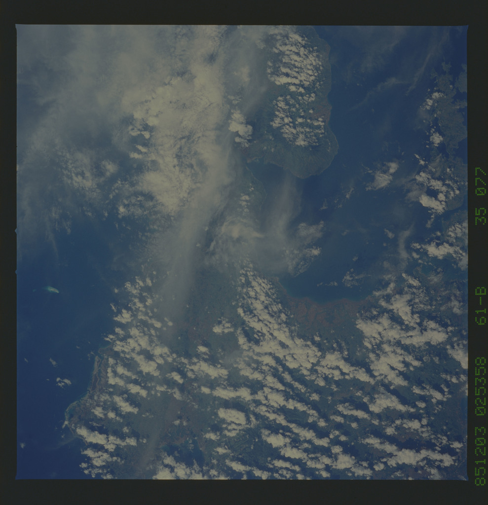 61B-35-077 - STS-61B - STS-61B earth observations