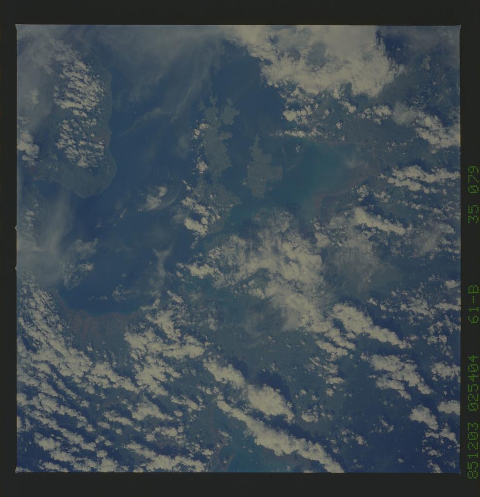 61B-35-079 - STS-61B - STS-61B earth observations