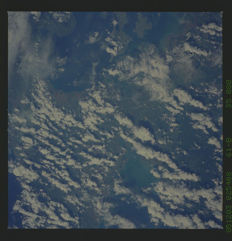 61B-35-080 - STS-61B - STS-61B earth observations
