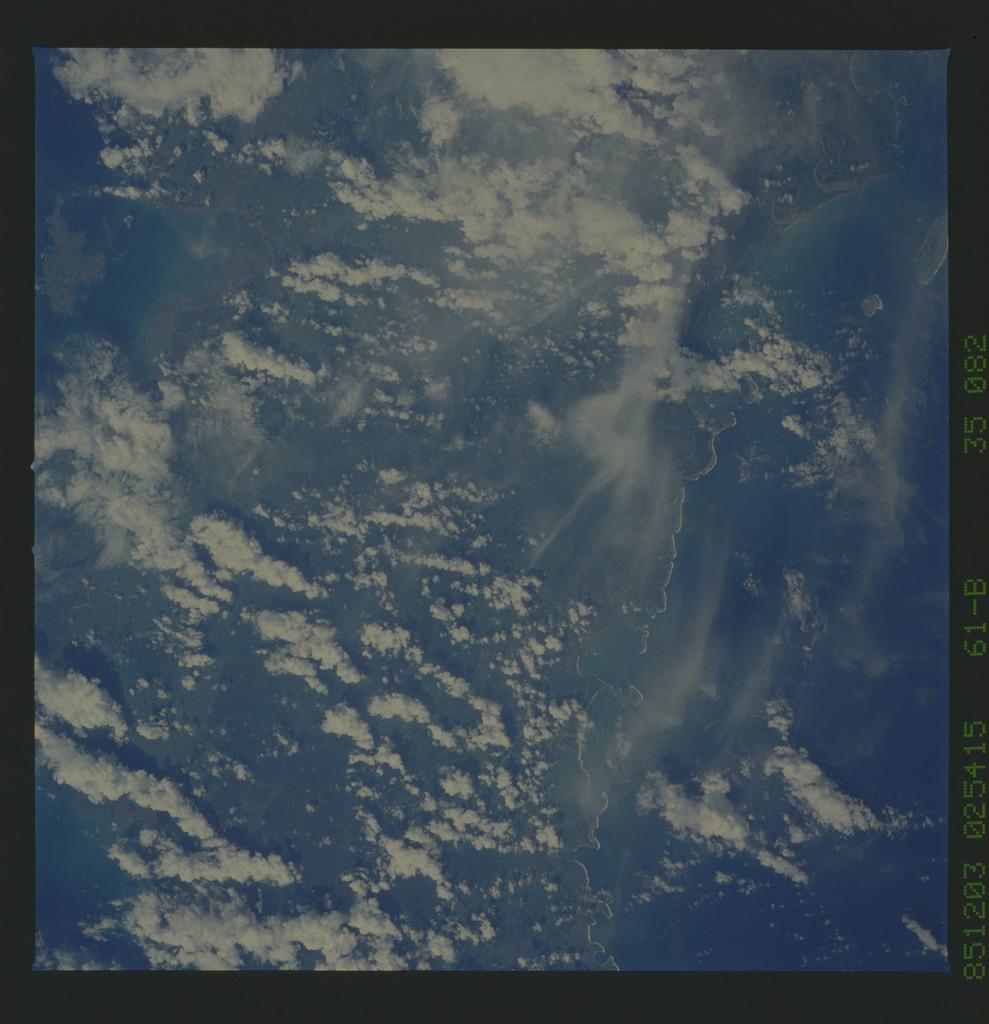 61B-35-082 - STS-61B - STS-61B earth observations