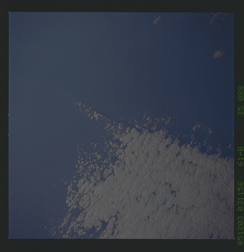 61B-35-088 - STS-61B - STS-61B earth observations