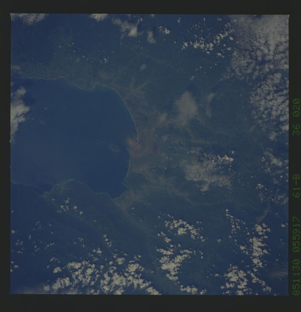61B-36-020 - STS-61B - STS-61B earth observations