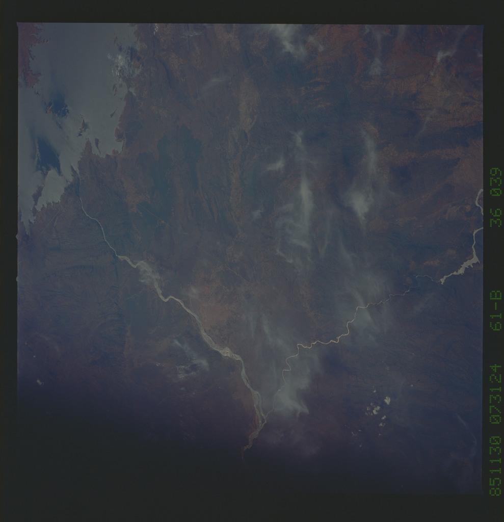 61B-36-039 - STS-61B - STS-61B earth observations